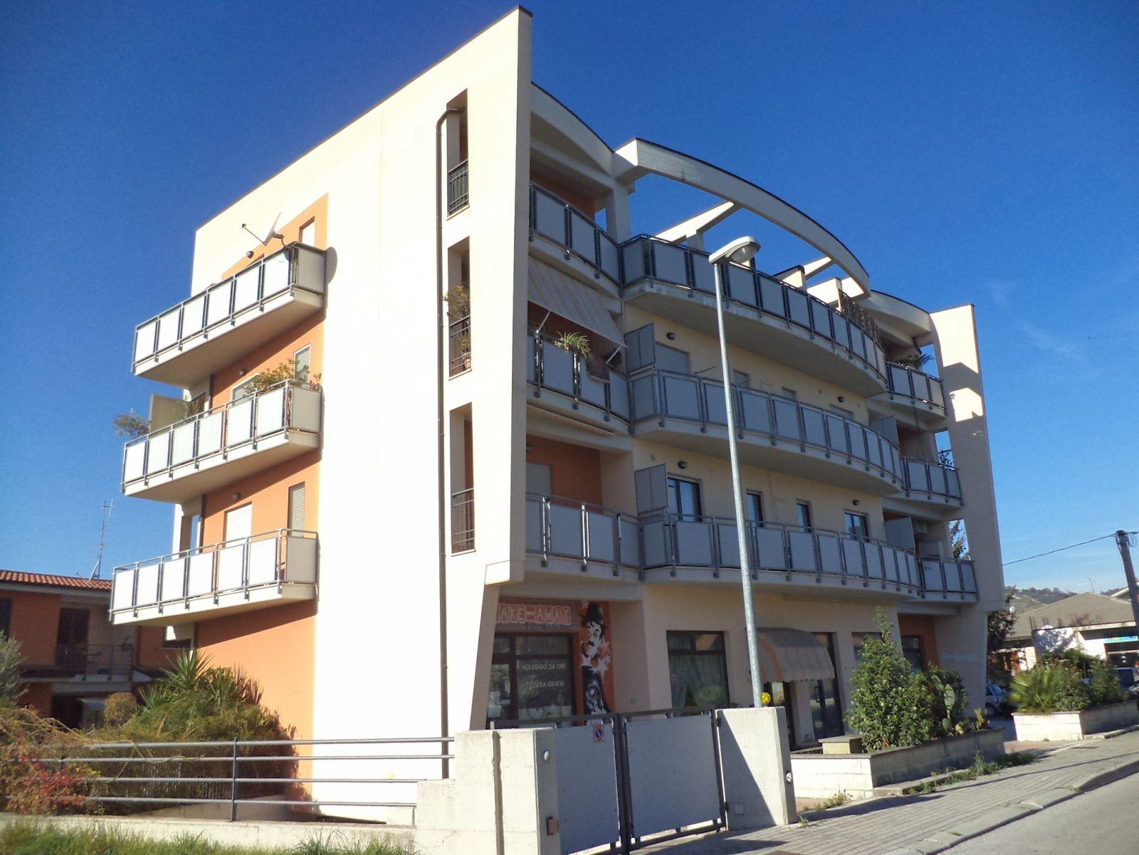 Appartamento in vendita a manoppello pe via staccioli 1 for Doppi infissi esterni