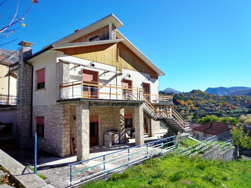 Casa indipendente in vendita in via roma a villalago 427031 for Case in vendita roma