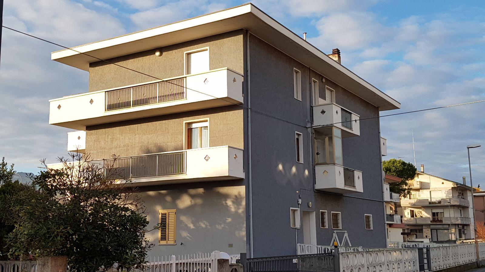 Appartamento in vendita in borgo s maria a pineto 291377 for Doppi infissi esterni