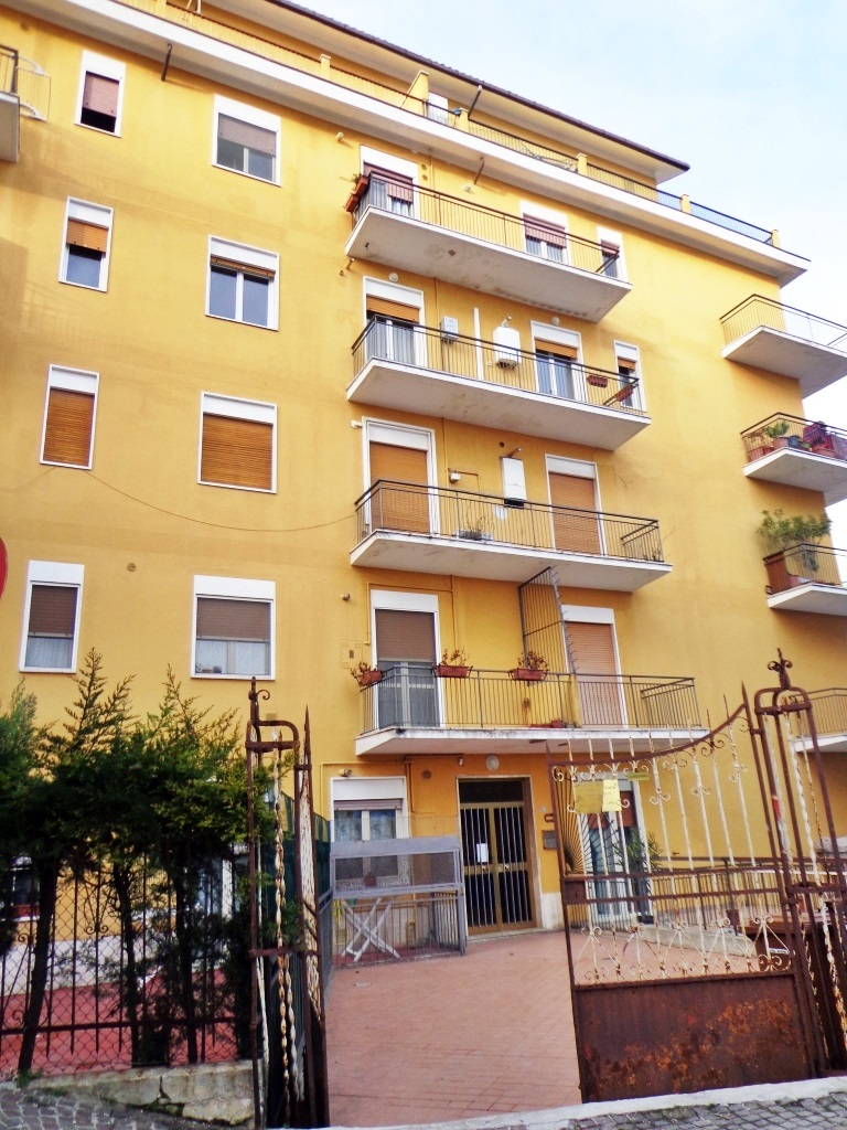 Appartamento in vendita a chieti ch via don minzoni for Doppi infissi esterni